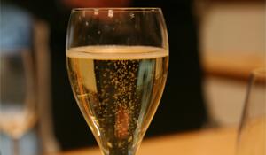 ���Ĵ�(Champagne)�� ����