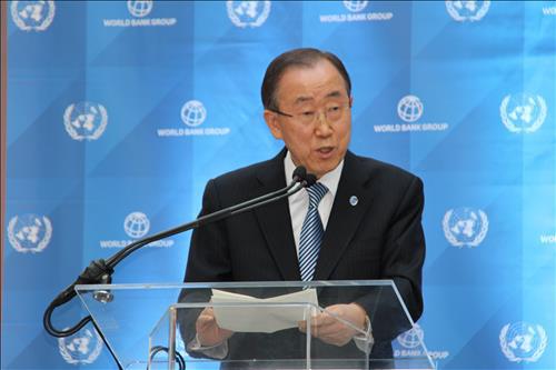 반기문 총장, 대권 질문에 고개만 `절레절레`