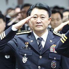 경례하는 이철성 신임 경찰청장