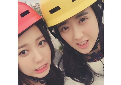 김민정, 테이스티로드 유라와 헬멧 인증샷