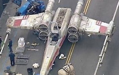美 LA 도로에 <br>등장한 비행기 정체는