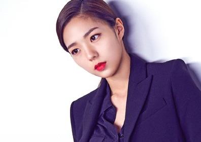 '역적' 채수빈,청순+시크 오가는 팔색조 매력 (화보)