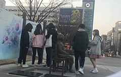 일산 소녀상에 침뱉고 <br>`앙기모띠` 한 소녀들