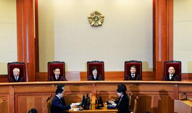 """[헌재] """"헌법수호 의지 없었다"""" 朴대통령 파면"""