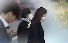 """미세먼지에 꽃가루… <br>""""숨을 쉴 수가 없다"""""""