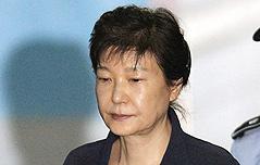 박근혜, 최순실 없이 <br>침묵 속 나홀로 재판