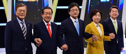 문재인 후보, `김정은 적폐냐` 묻자 대답이…