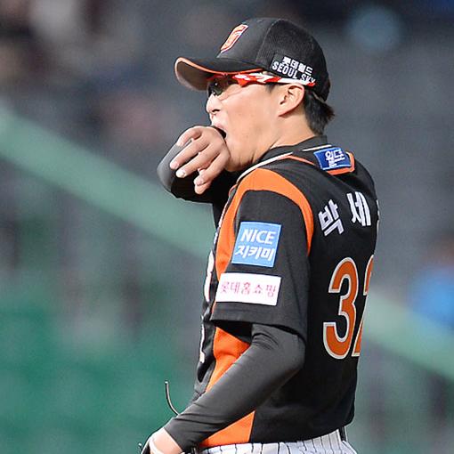 날아간 손아섭 홈런…계속된 박세웅의 '아홉수'