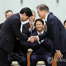 임명장 받는 박상기 법무부 장관