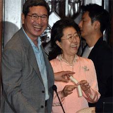 자유한국당 의원들 가래떡 파티