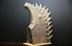 조각났던 1천100년전 <br>장식기와 `치미` 복원