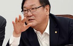 """생리대 논란에 김태년 <br>""""전성분 표시제 추진"""""""