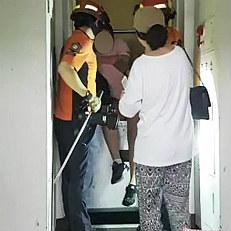정전에 승강기 갇힌 주민 구조中