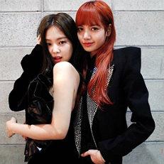 올블랙 제니X리사, 우아+고혹美