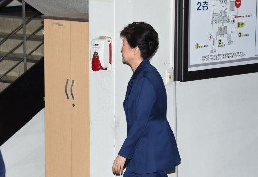 박근혜 구속연장 여부 이번주 결정될 듯…이재용 첫 항소심 공판