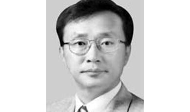 文, 유남석 헌법재판관 지명…