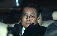 """전병헌, 17시간 조사 <br>검찰 """"구속영장 검토"""""""