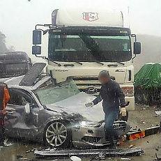 폭설에 차량 20여대 추돌사고