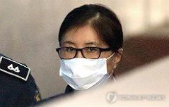 검찰, 국정농단 정점 <br>최순실 징역25년 구형