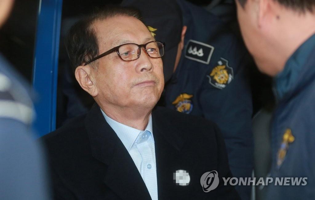 """[재판] 김기춘 변호인 """"반박·친문에게 지원 배제한게 쪼잔할 수 있어도 위법 아냐"""""""