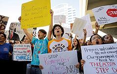 美총격 생존학생들,<br> 총기규제 집회 열어