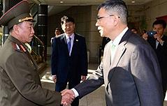 文대통령, 폐막식서<br> 北대표단과 만남