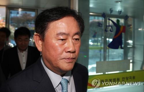 [수사] 검찰, '최경환 LIG손보 매각 개입 의혹' 고발인 조사
