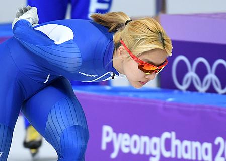 김보름 은메달…여자 매스스타트 첫 올림픽 입상