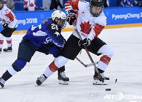 은메달 벗어 던진 캐나다 하키선수, IOC에 사과