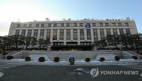 """[헌재] 헌재, """"수능 70% EBS 교재와 연계 합헌"""""""