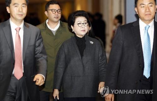 [수사] '10억 수수혐의' 김윤옥도 소환하나