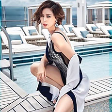 김성령, 50대의 수영복 자태