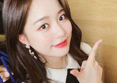 "[M+★SNS] 배윤경, 깜짝 V라이브 예고 ""V앱에서 만나요.."