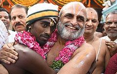 불가촉천민에 성역<br> 허락한 힌두사제 화제