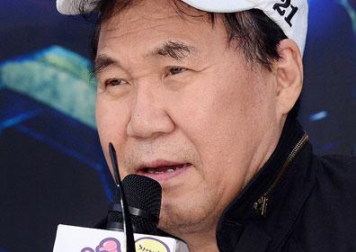 '그림 대작' 조영남, 징역 4개월·집행유예 1년…5월25일 선고