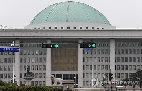 [판결] 국정농단 청문회 불출석 윤전추 2심 벌금형으로 감형