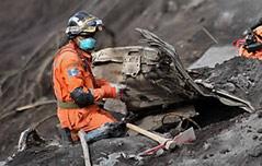 과테말라 화산 폭발 필사의 구조작업