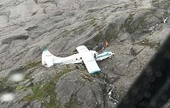 미국 경비행기 추락<br> 탑승자 전원 생존