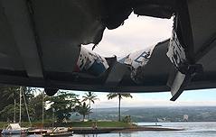 용암이 관광보트에<br> 떨어져 23명 부상