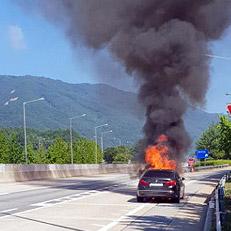 고속도로 주행 BMW 불