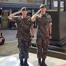 2PM 택연X준케이, 늠름한 경례