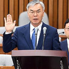 선서하는 김선수 대법관 후보자