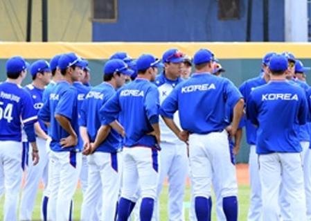 AG 야구는 조금 다르다…기도 때문에 멈추고?