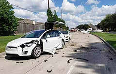 경비행기 충돌에도<br>`멀쩡` 테슬라운전자