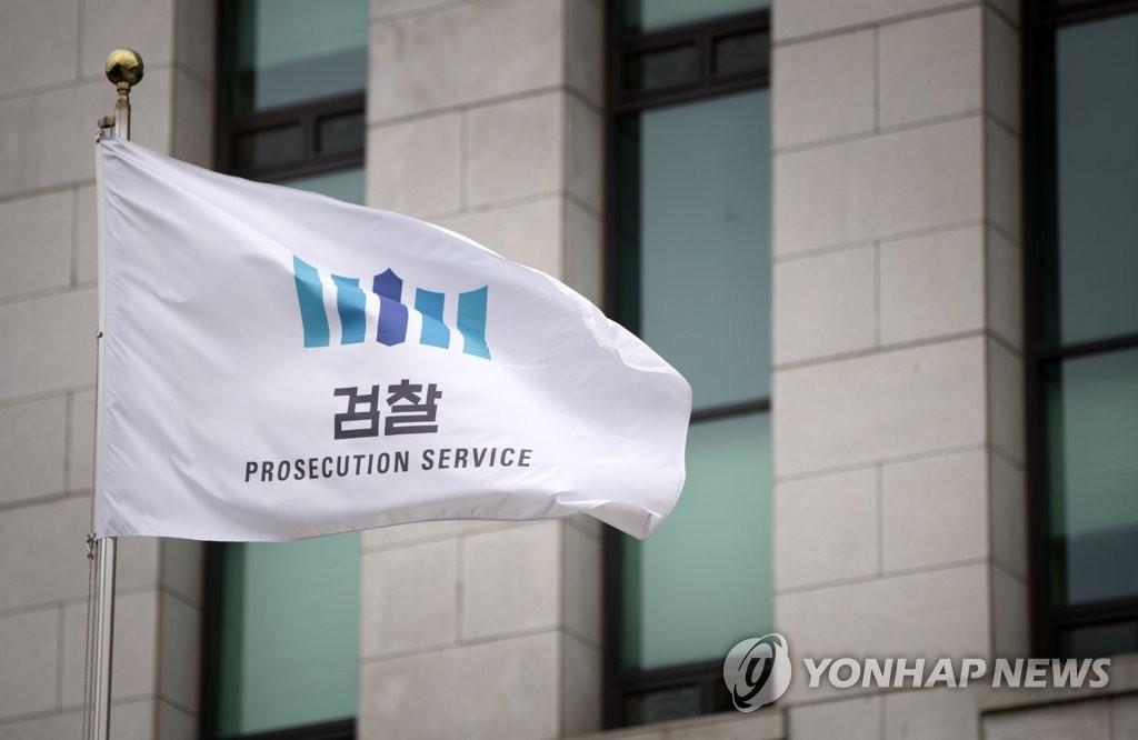 """""""김상조, 삼성 지주사 전환 압박""""…보수 변호사단체, 검찰에 고발"""