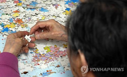 """[판결] 치매 노모 고통 덜어주려 살해한 아들 2심서 감형...법원 """"연민 참작"""""""