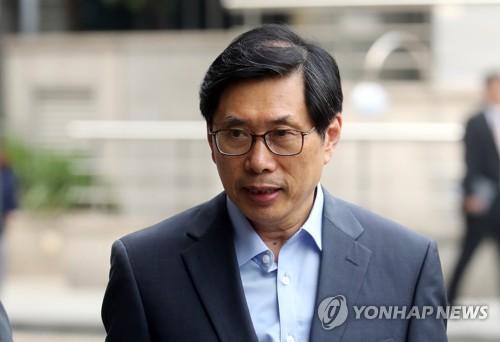 """""""가짜뉴스 고소 없어도 수사""""…박상기 법무 지침"""
