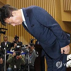 허리 숙여 인사하는 김태호 사장