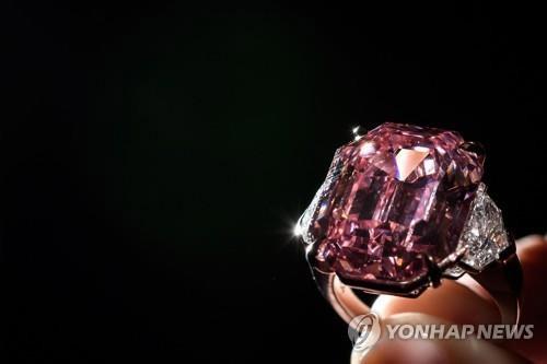 19캐럿 `핑크 다이아몬드` 574억에 낙찰