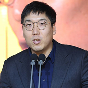 """`타격왕` 김현수 """"어부지리 수상, 가슴 아팠다"""""""